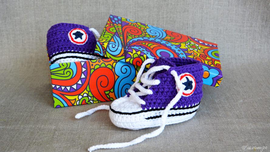 Gehaakte baby sneakers paars